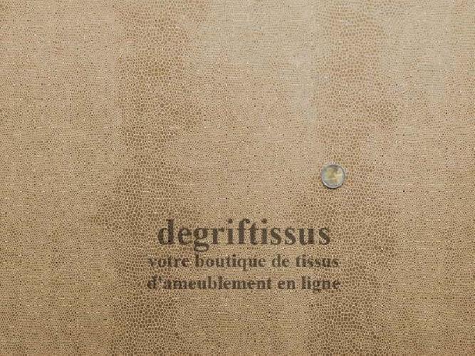 Ecaille beige Dégriftissus vous propose ce tissu d'ameublement beige à motifs écailles, résistant, pour sièges, chaises, fauteui