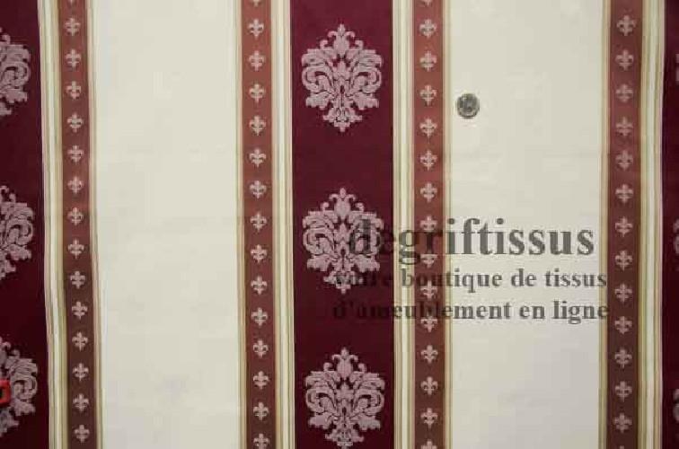 Tissu satiné à bandes avec médaillons et fleurs de lys Dégriftissus vous propose ce superbe tissu d'ameublement de style, satiné