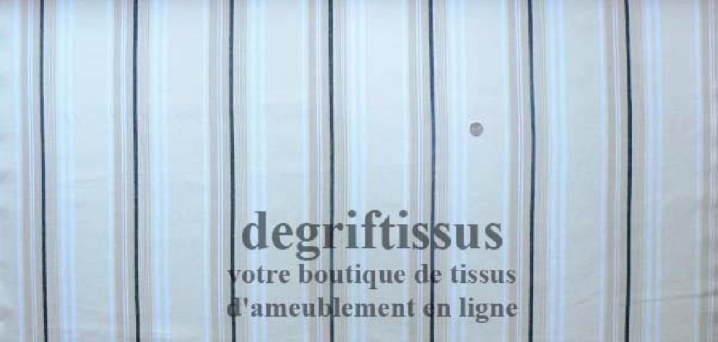 Dégriftissus vous propose ce tissu d'ameublement rayé beige, écru et noir Tissu d'ameublement très épais et solide, doublé latex