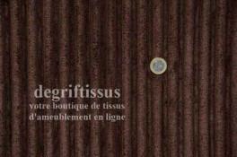 Velour grosses côtes chocolat Dégriftissus vous propose ce tissu d'ameublement imitant une peluche, motifs grosses côtes chocola