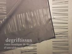 Satin d'ameublement 295 cm tissé choco taupe Dégriftissus vous propose ce tissu d'ameublement tissé grande hauteur chocolat et t