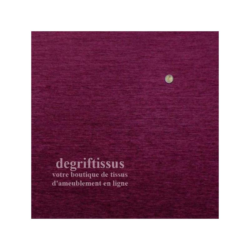 Dégriftissus vous propose ce tissu d'ameublement velours chenillé prune de belle épaisseur, doublé de latex, très résistant, ave