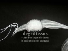 Dégriftissus vous propose cette Rufflette Fronsvoil transparente 76 mm, large et rigide, pour faire une belle tête de voilage, q