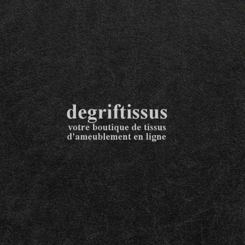 Dégriftissus vous propose ce tissu d'ameublement cuir vieilli ébène, doublé de latex, prévu pour faire du siège, fauteuils, chai