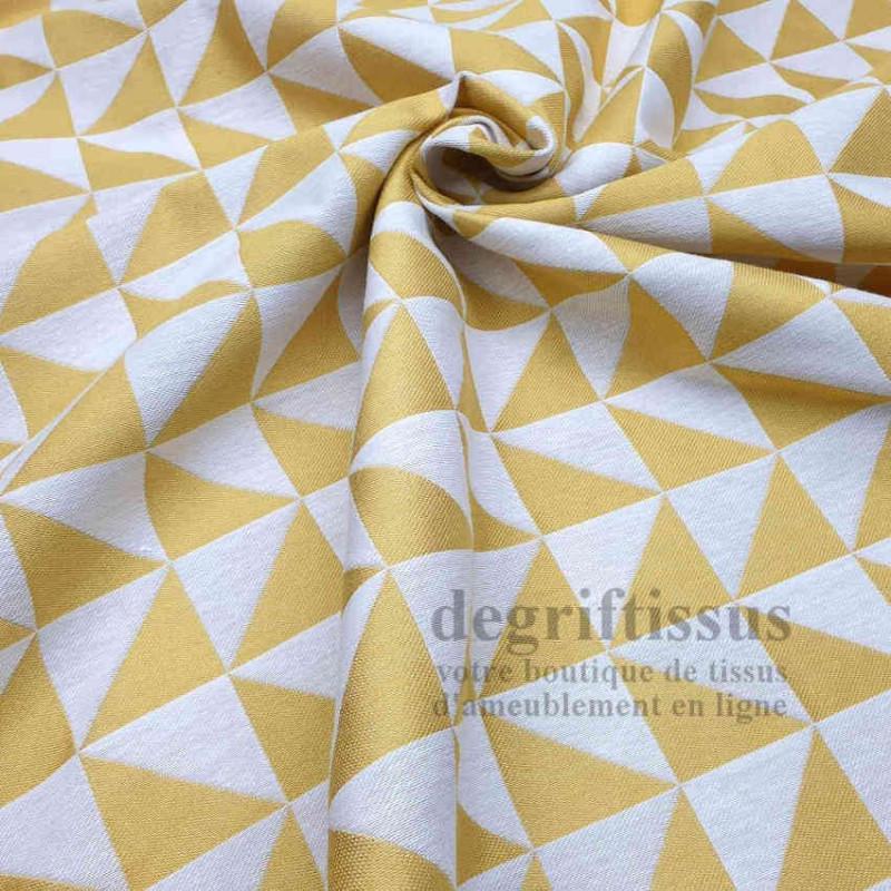 Tissu ameublement - Triangles écrus et jaunes - fauteuil - chaises - coussins - canapé - degriftissus.com